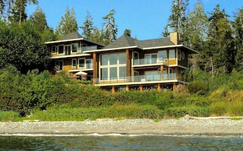 Points West Oceanfront Resort (437083) photo