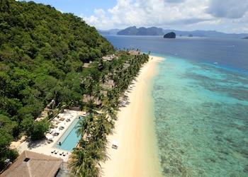 Pangulasian Island El Nido Beach