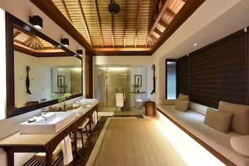 Pangulasian Island El Nido Bathroom