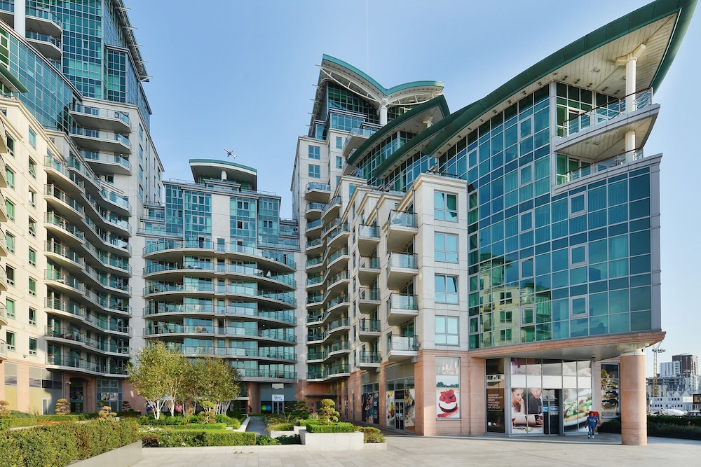 St George Wharf Apartments
