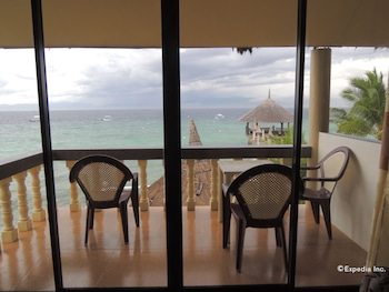 Asian Belgian Resort Moalboal Guestroom View