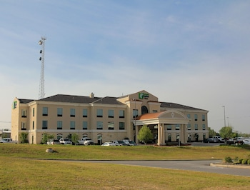 Holiday Inn Express & Suites Floresville in Floresville, Texas