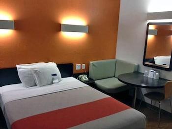 Motel 6 Chicago Northwest - Palatine in Palatine, Illinois
