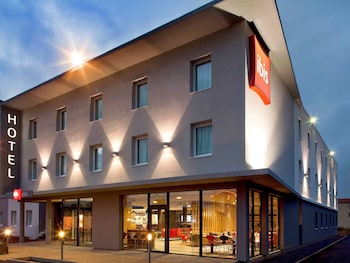 tarifs reservation hotels ibis Clermont Ferrand Nord Riom