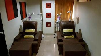 Rothman Hotel Manila Treatment Room