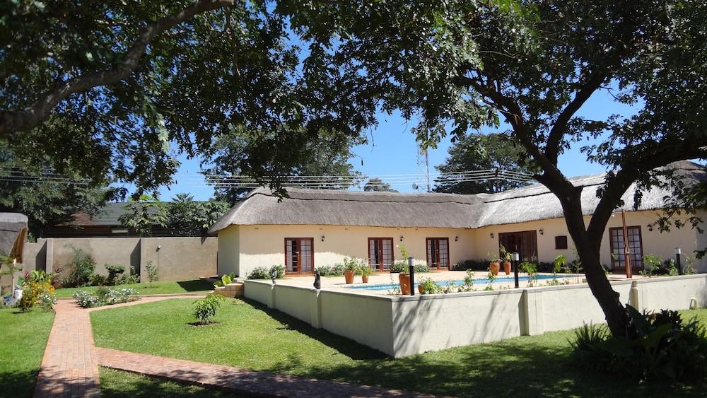 Mandebele Lodge