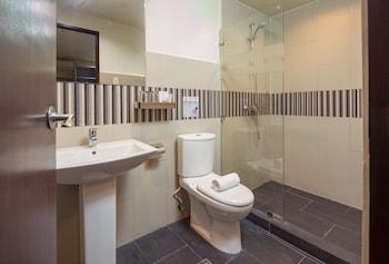 V Hotel Bathroom
