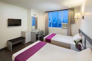 V Hotel Guestroom