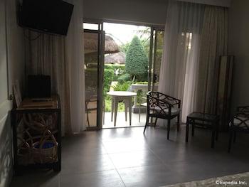Linaw Beach Resort Bohol Living Area