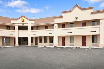 Super 8 by Wyndham Rahway/Newark in Rahway, New Jersey
