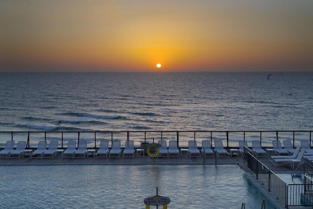 Okeanos Suites Herzliya by Herbert Samuel