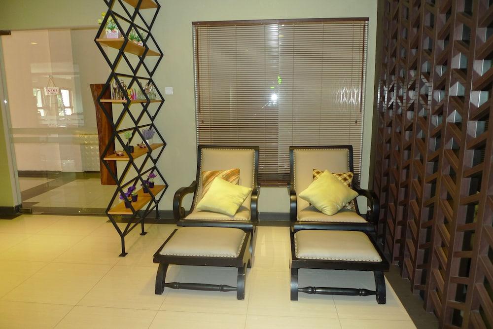 Lombok Raya Hotel Lombok At Inr 2441 Off 2682 Hotel Hd