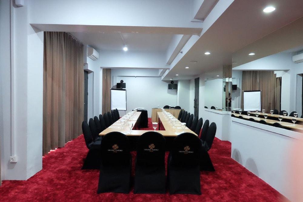 Grand Darmo Suite By Amithya Surabaya Price Address Reviews