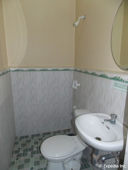 Gv Hotel Talisay City Bathroom