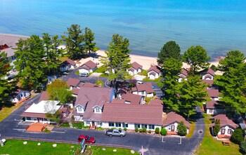 Clarion Hotel Beachfront (450077 undefined) photo