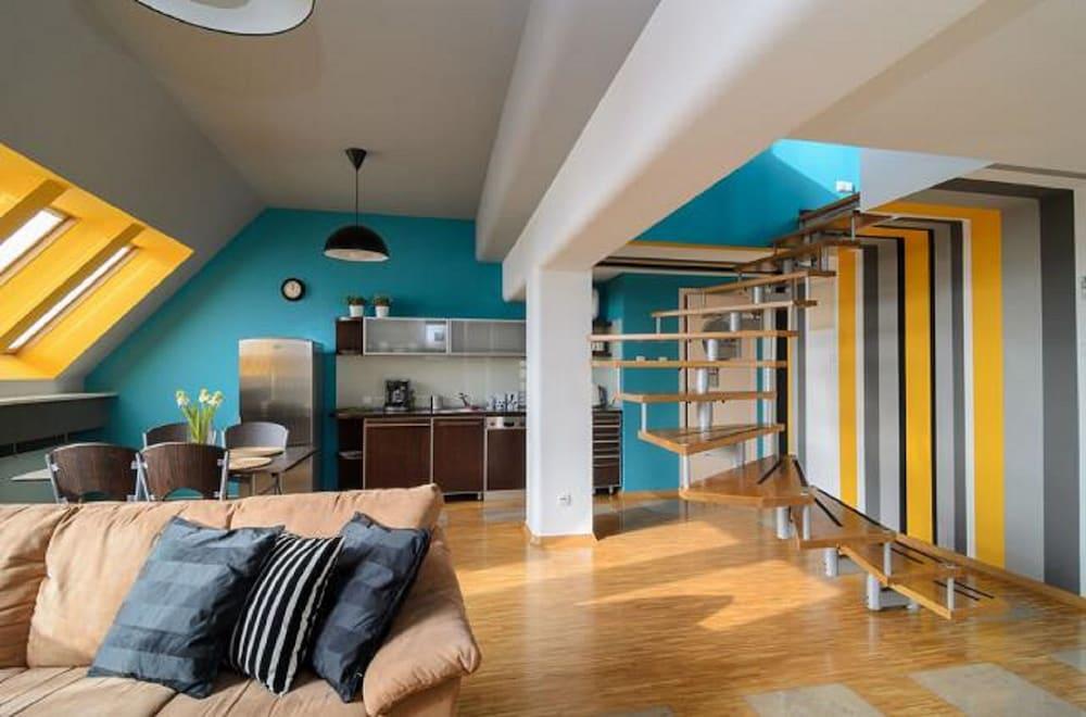 Absynt Apartments