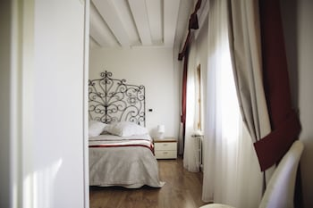 Photo for Hotel Antigo Trovatore in Venice