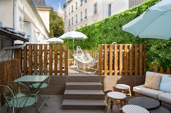 tarifs reservation hotels Le Village Montmartre by Hiphophostels