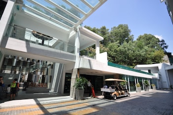 Damas Suites & Residences - Hotel Front  - #0