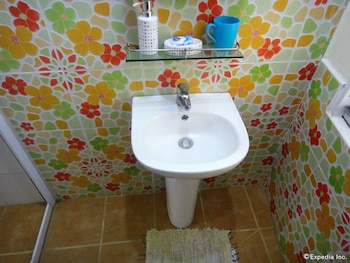By the Bay Jacana Bed and Breakfast - Bathroom Sink  - #0