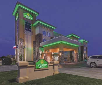 La Quinta Inn & Suites Hotels Near Sheppard Air Force Base