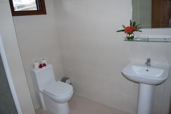 Quo Vadis Dive Resort Moalboal Bathroom