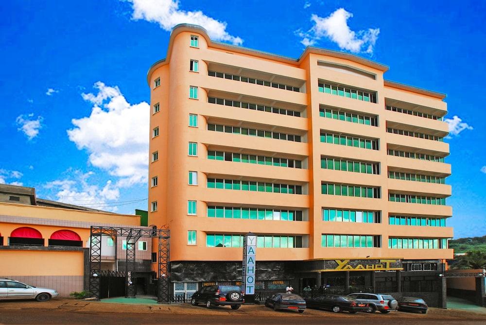 YaahoT Hotel