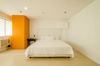 The Victor Hotel Makati Guestroom