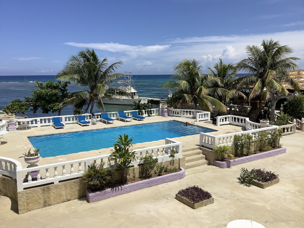 Cariblue Beach Hotel and Scuba Diving Resort