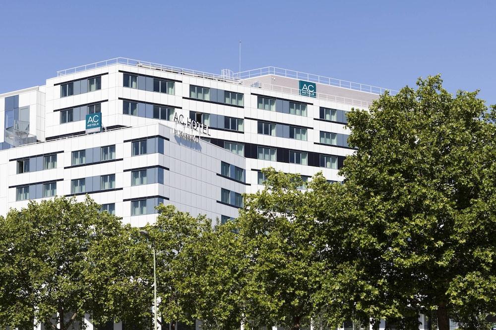 AC Porte Maillot Hotel