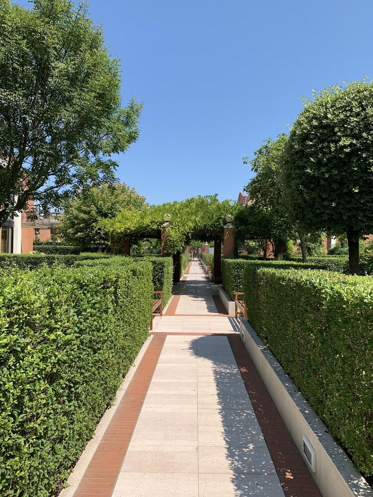 Villa Laguna Apartments