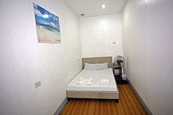Chill-Out Guesthouse Manila Guestroom