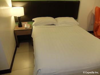 Apollonia Royale Hotel Clark Guestroom