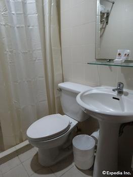 Casa Leticia Business Inn Davao Bathroom