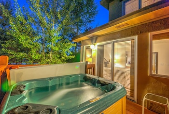 Cascades at Eagleridge by Retreatia - Outdoor Spa Tub  - #0