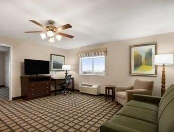 Baymont Inn & Suites Odessa - Living Area  - #0
