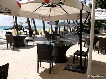 Willy's Beach Hotel Boracay Outdoor Dining