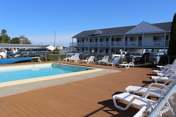 Sunrise Beach Motel