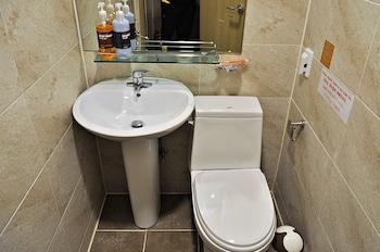 D.H Sinchon Guesthouse - Bathroom  - #0