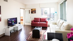 Heaven on Hollywood Boulevard Furnished Apartments
