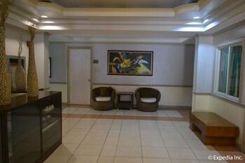 Tagaytay Country Hotel Hallway