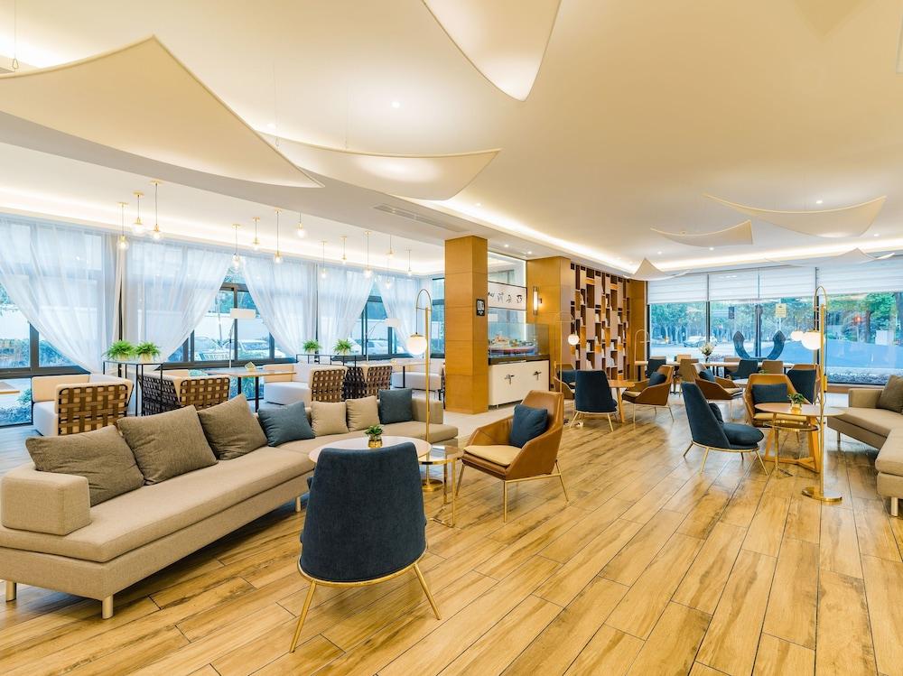 Atour Light Hotel Hongqiao Beixinjing Metro Station Shanghai