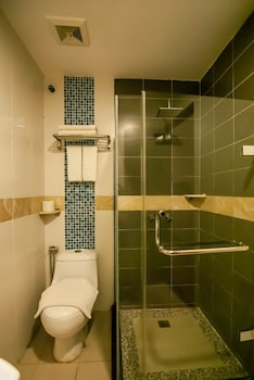 KK Times Square Hotel - Bathroom  - #0