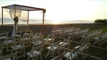 Delfin Beachfront Resort