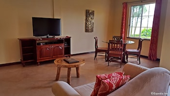 Villa Pedro - Boutique Hotel Negros Oriental Living Area