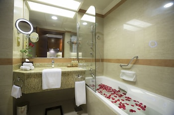 Majlis Grand Mercure Residence Abu Dhabi - Bathroom  - #0
